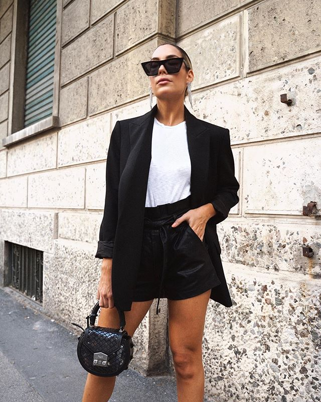 """Life in Black & White🖤 When I go shopping I always tell myself """"ok let's try out some color""""😬 somehow I always end up in the black and white section🤪🤣 who can relate? #fridaymood #blackisthenewblack"""