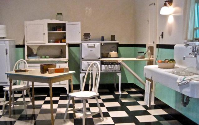 Me Nan would have had a kitchen like this in her child rearing days. Image Source: homerenovations.about.com