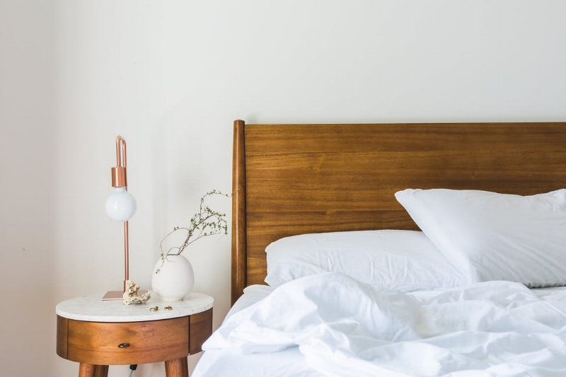 Looks fresh. But any furniture you bring into your house has the potential to bring in odours with it. The smell of any piece will be effected by where it comes from and the amount of chemicals used in its manufacture. Image Source - Pexels.com