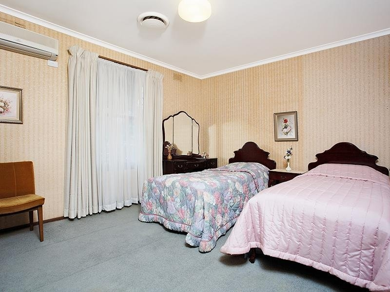 The light HAD to be on to see the room. Image Source - Realestate.com.au