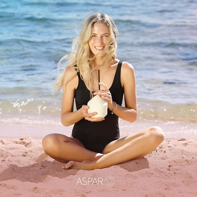 Summer loving shooting this latest campaign for @auroraspas @grindstonecreative #aspar #summercampaign #emergeanew #coconutandlime #spa #wellness 🌴☀️