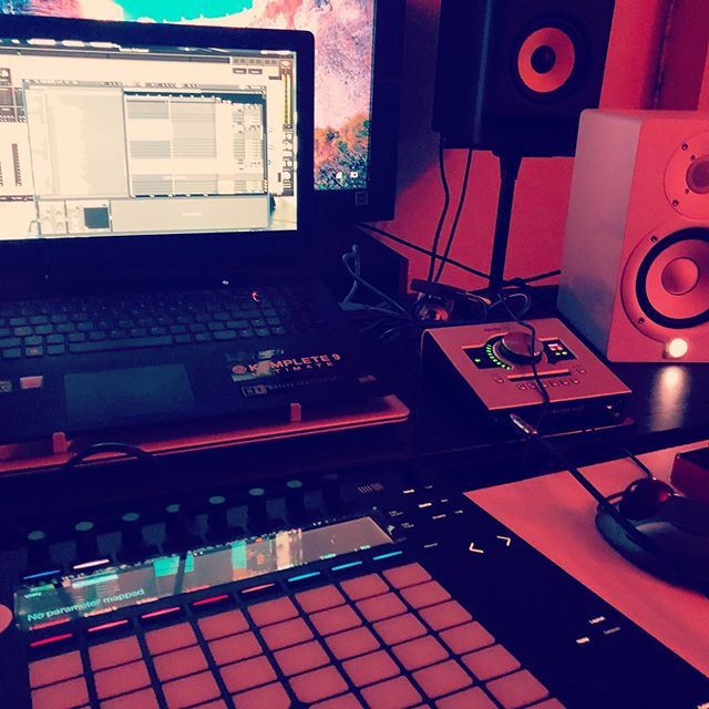 There's always a vibe going in somewhere... we're gonna love working with you... . . . . . . . #beatmakers #studiolife #studioflo #soundkits #musicproduction #lavibes #studiotime #production #soundeffects #songwriters #mixing #sounddesign #werk #producerslife #blog #rnb #work #musiclife #recordingstudio #beatmaking #ableton #flstudio #newmilwaukee #newchicago #atlantamusic #atlantanights #rnbsinger #mixingandmastering