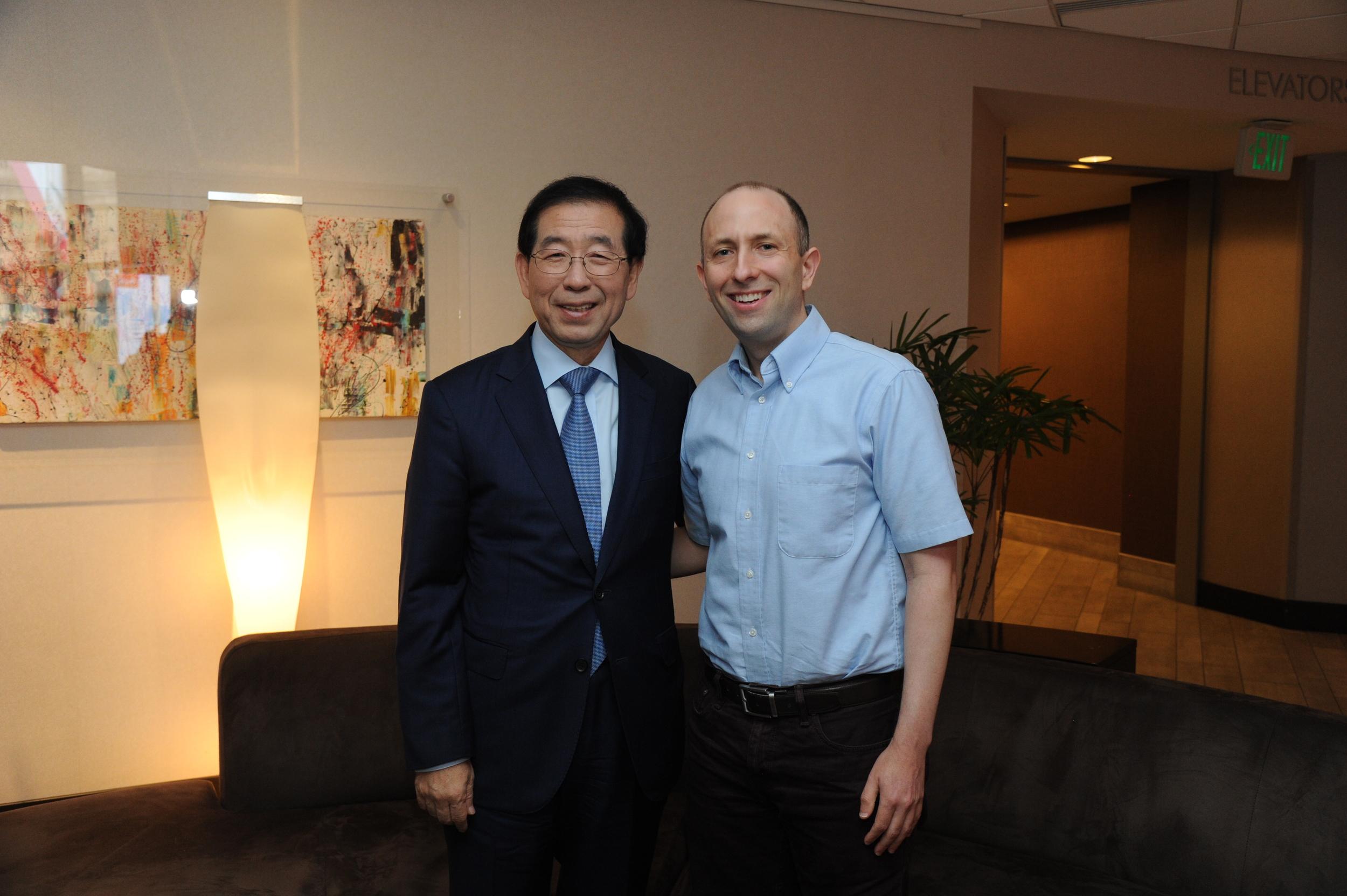 Seoul Mayor Park Won-soon with Joel Engardio