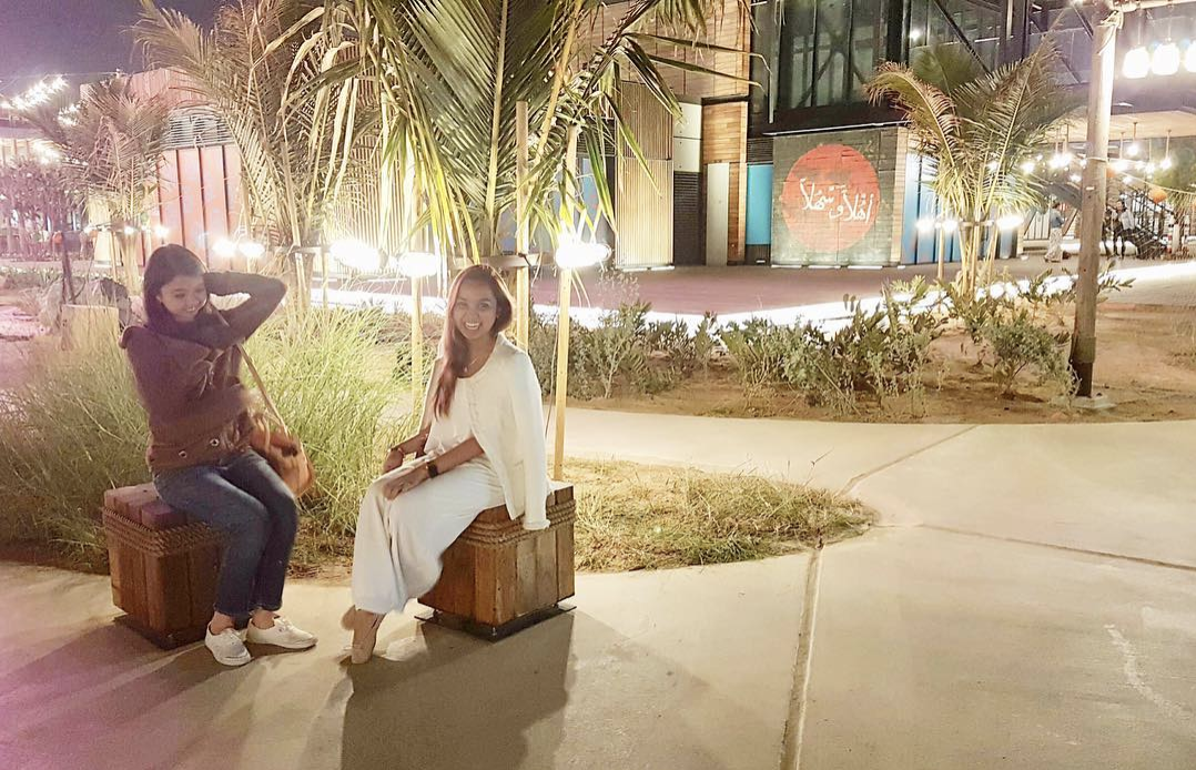 With sushi-style travelators serving hummus and other great cafes by the beach, La Mer Dubai is a great spot to catch up with friends!