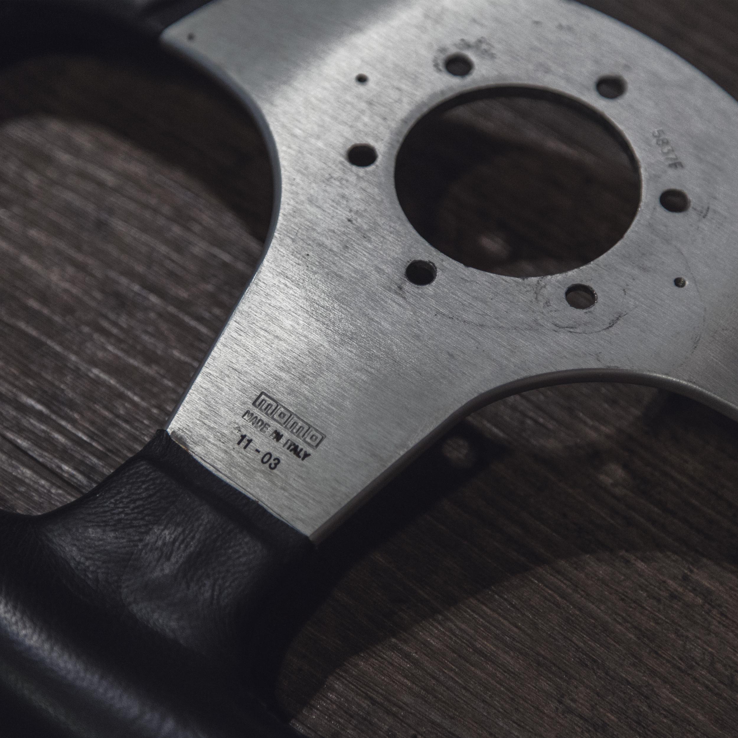 steering_wheels_momo_millenium_sport_03.jpg