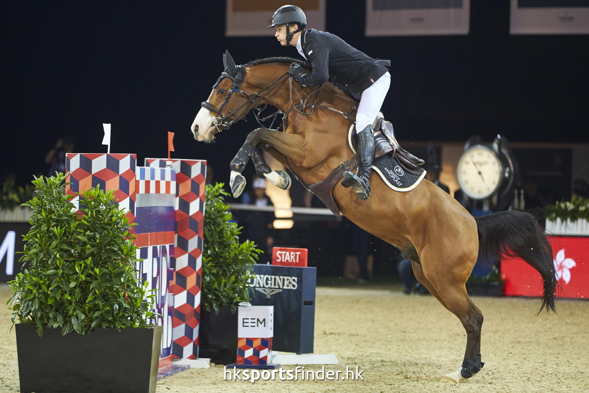 LUK_HORSE_17-02-12-16-53-55_1084.jpg