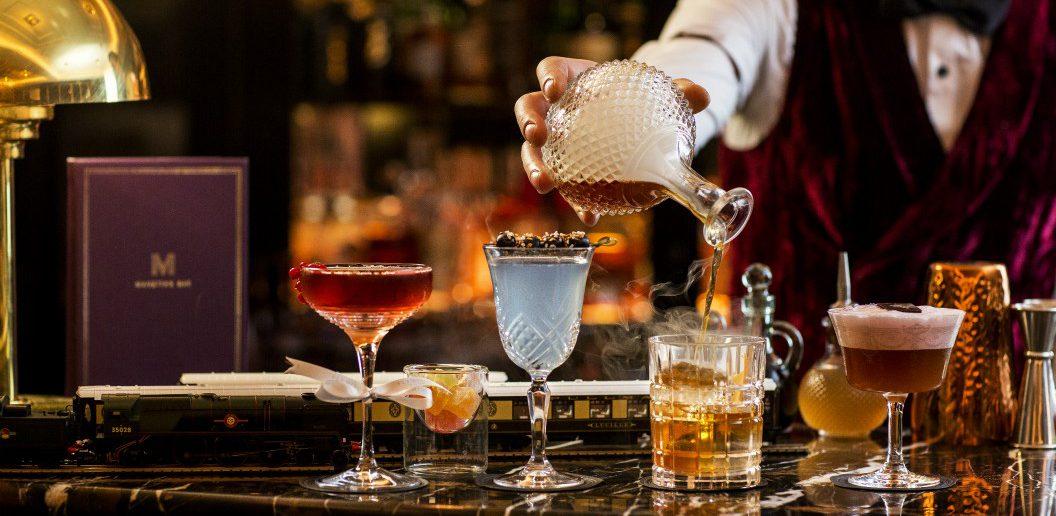 manettas-bar-cocktails-1056x516.jpg