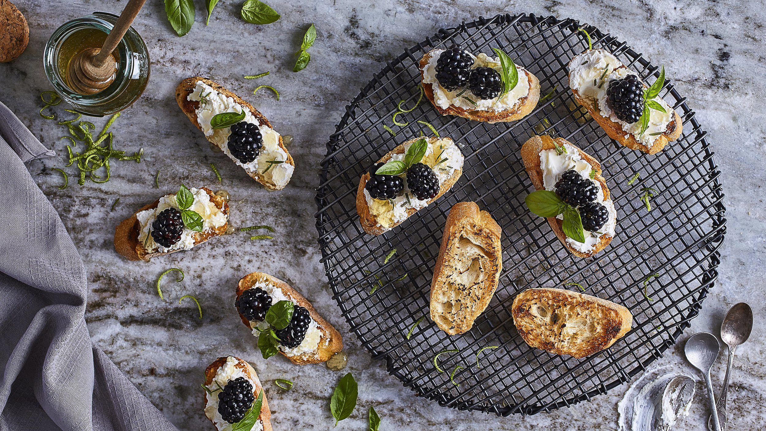 Blackberry Goat Chesse Crostini.jpg