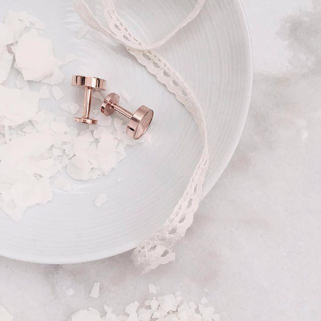 Your perfect day!  Rose Gold Disk cufflinks. Also available in silver.  www.gatsbymen.com  #cufflinks #bespoke #pitti #savilerow #pittiuomo #firenze #florence #sprezzatura #pitti89 #gatsby #esquire #gq #mrporter #menstyleguide #vogue #ootd #homme #gentleman #natural #mensfashion #raw #menswear #mensweardaily #fresh #menwithstyle #dapper #permanentstyle #weddings #classic
