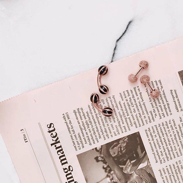 It's a pink kinda Friday!  Sculptured Knot in Rose Gold and Black Enamel Droplet cufflinks.  www.gatsbymen.com  #cufflinks #bespoke #pitti #savilerow #pittiuomo #firenze #florence #sprezzatura #menstyleguide #artisan #gq #timeless #vogue #suit #therake #sprezza #mensfashion #styleoftheday #style #gentleman #elegance #handmade #british #luxury #mensstyle #tailoring #formal #sartorial #permanentstyle #ootd