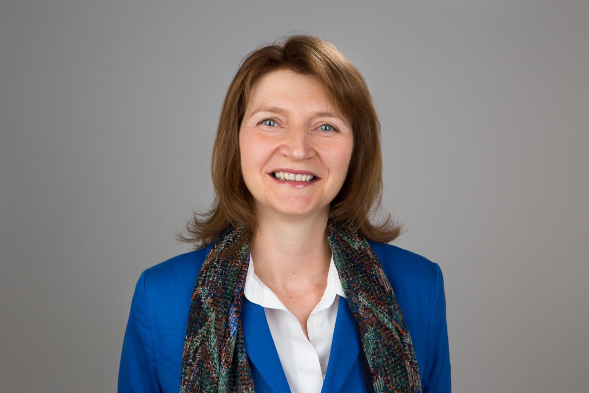 Financial Analyst   Monika Freimuth ist Mitgesellschafterin und Vorstand der Dr. Kakuschke & Partner AG. Das Unternehmen wurde 1995 gegründet und steht seinen Kunden seitdem als klassische Unternehmensberatung zur Seite. Das Leistungsportfolio erstreckt sich vom Management-Support über Wirtschaftlichkeitsbeurteilungen und Unternehmenstransformation bis hin zu klassischem Projekt- und Prozessmanagement. Monika verfügt über 25 Jahre Erfahrung im Controlling in der Immobilienwirtschaft, sowohl in der Linie als auch als Sparringspartner auf Managementebene. Bei der GREP ist Monika Freimuth deshalb verantwortlich für die kaufmännische Steuerung der Immobilienprojekte und sorgt so für deren erfolgreiche Umsetzung.               .  Monika.Freimuth@grep.de  +49 163 8701516