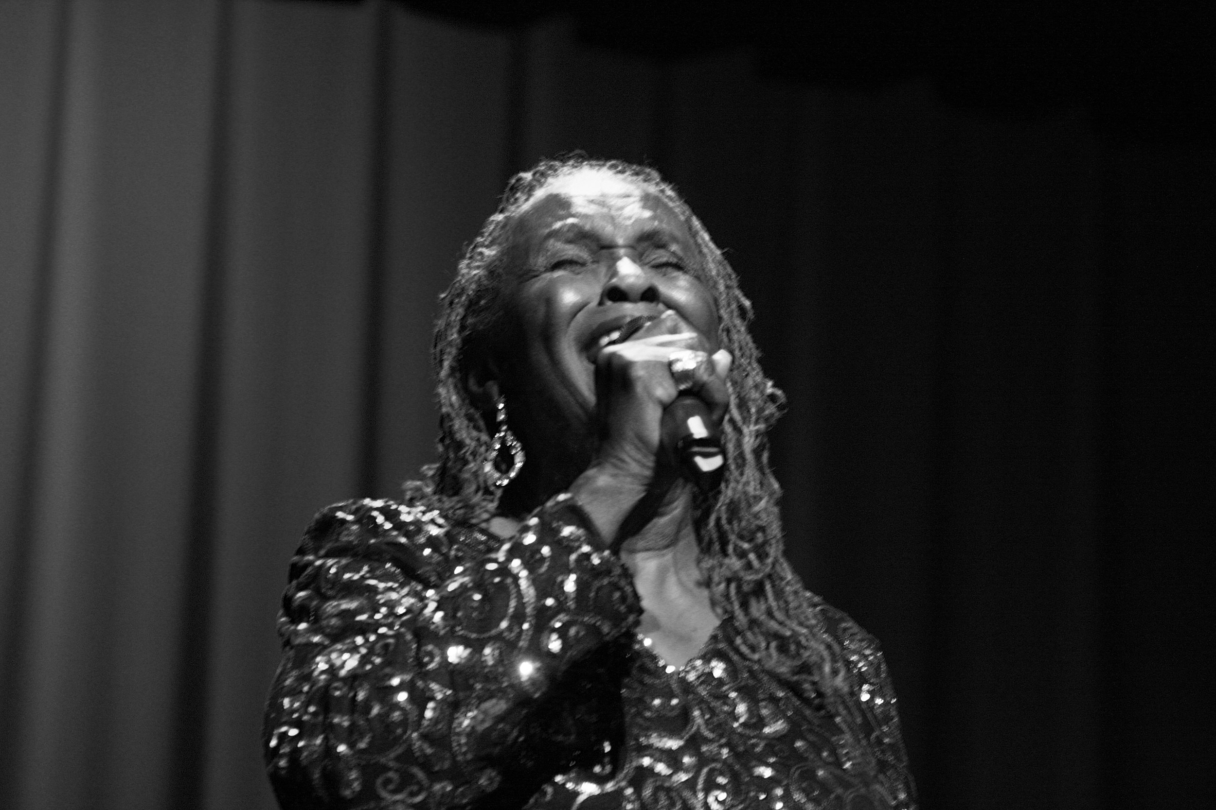 franklin tribute singer in black and white.jpg