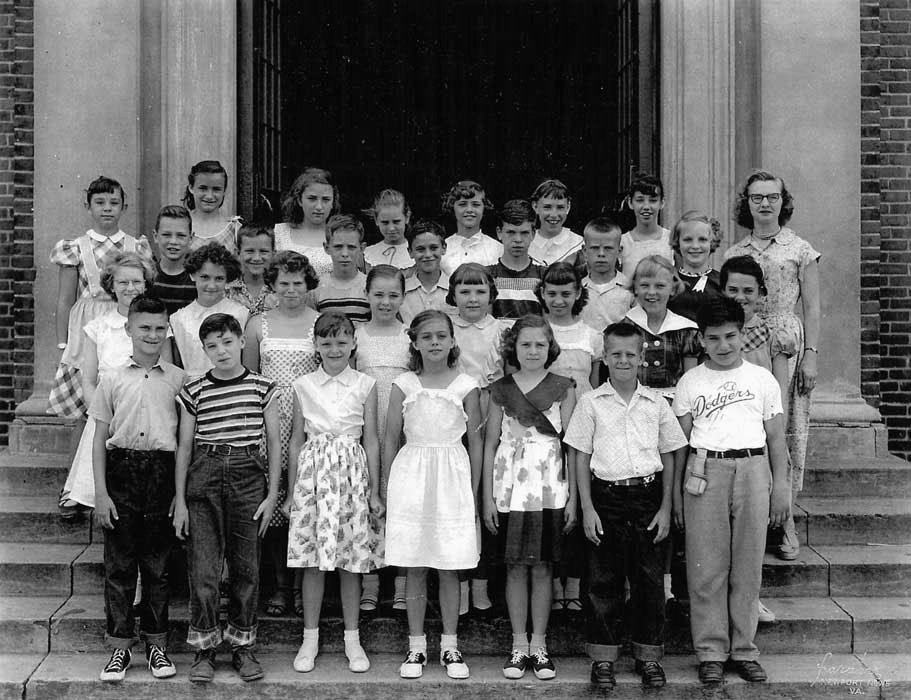 1924 - The population had increased rapidly, necessitating the construction of a larger high school - present-day Huntington Middle School. The Walter Reed School was then converted to a center for primary education. During it's time as an elementary school, the verdict of Brown v. The Board of Education allowed for the integration of Walter Reed.It remained open until 1971.