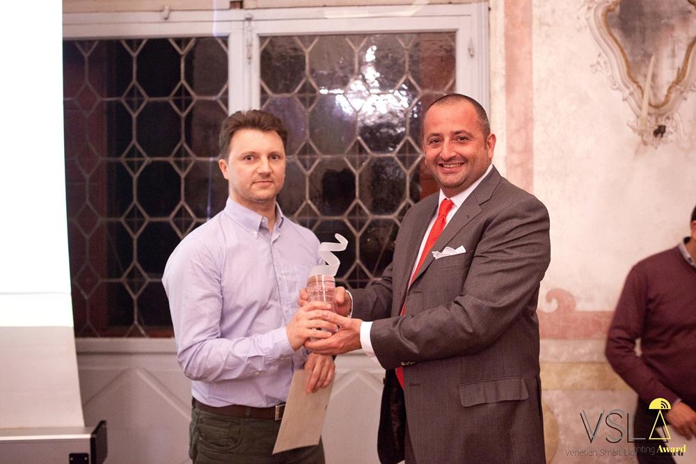 Vittorio Basso Ricci (Gruppo RTS) premia IDL Export
