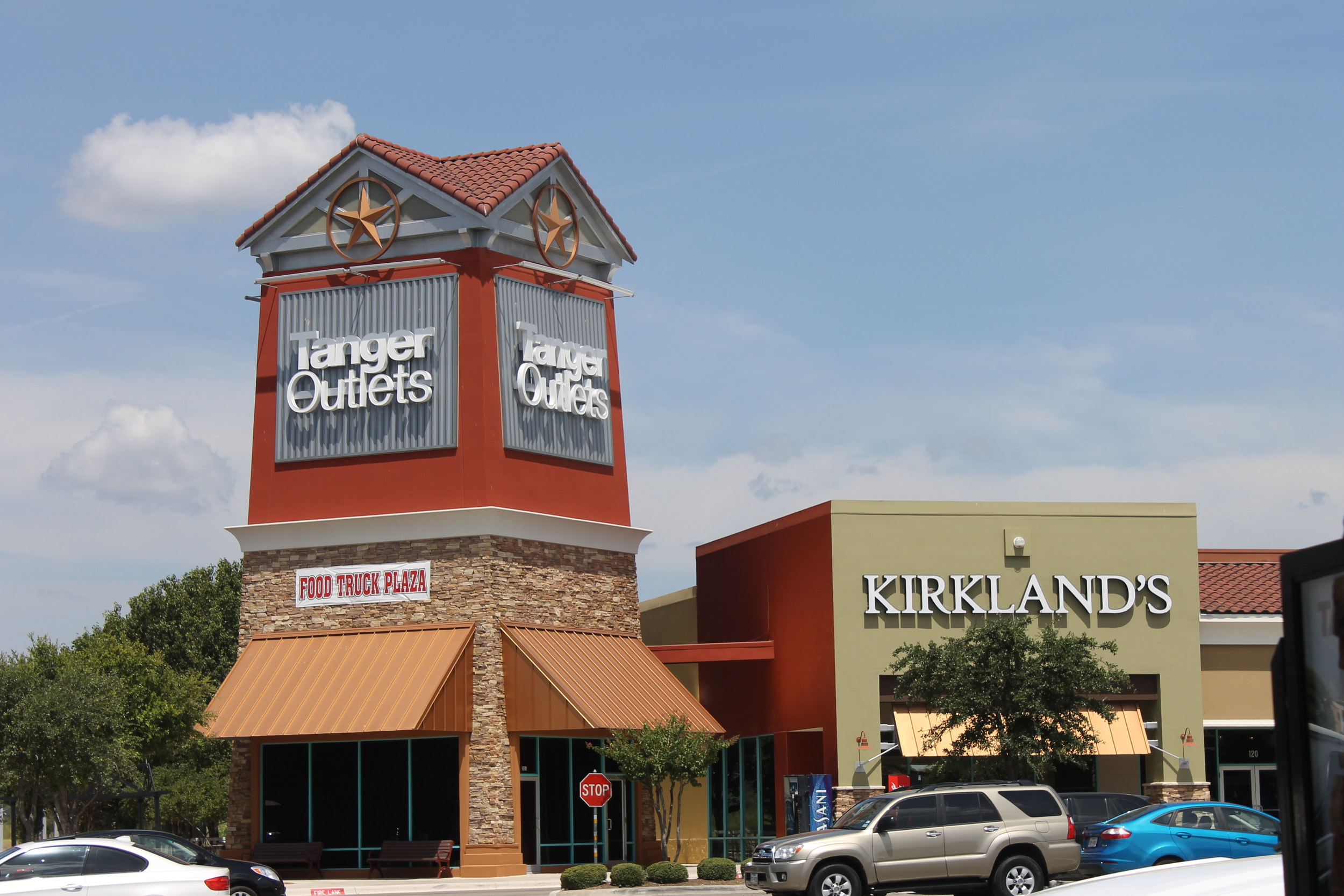 Tanger_Outlets,_San_Marcos,_TX_IMG_3243.JPG