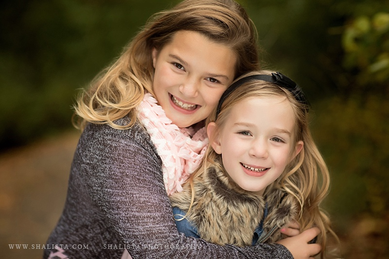 Sister pose by Shalista Photography