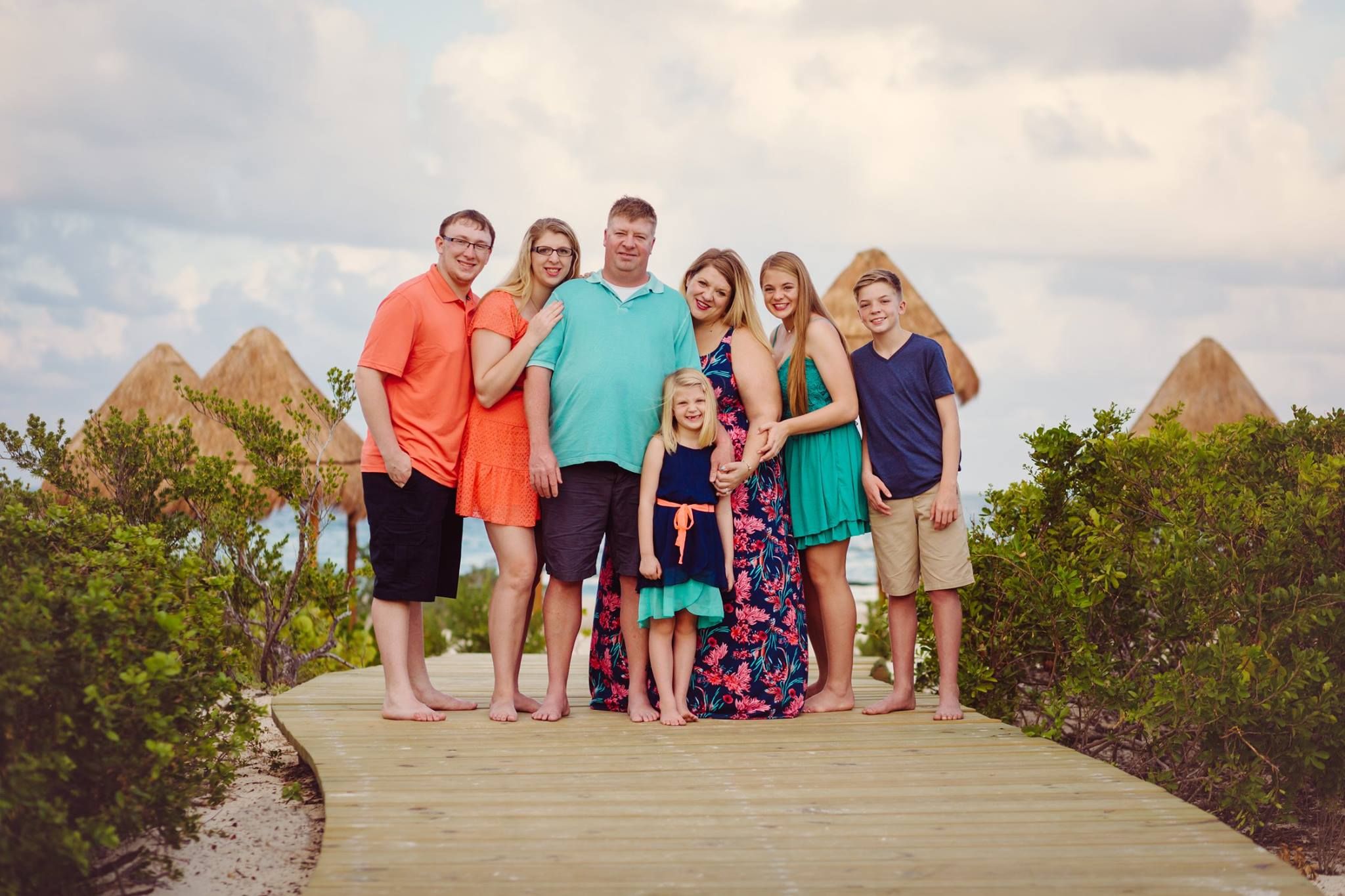 This is my family in Mexico a few years ago! Photographed by Monica Lopez in Cancun! https://monicalopezphoto.com/monica-lopez-photography/