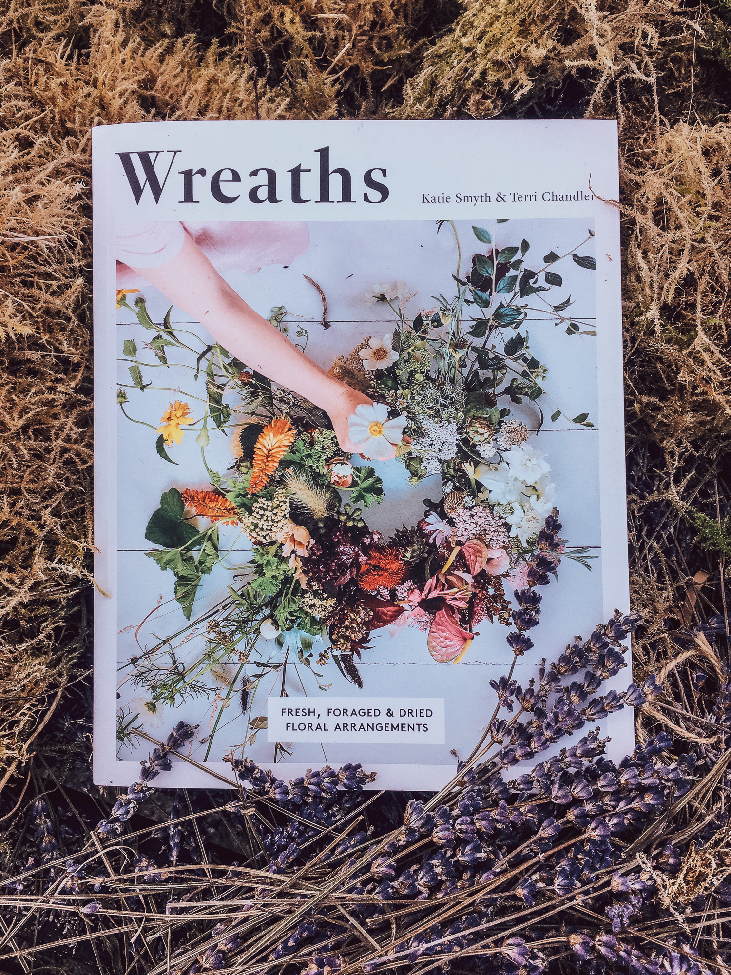 creative-countryside-wreath-book