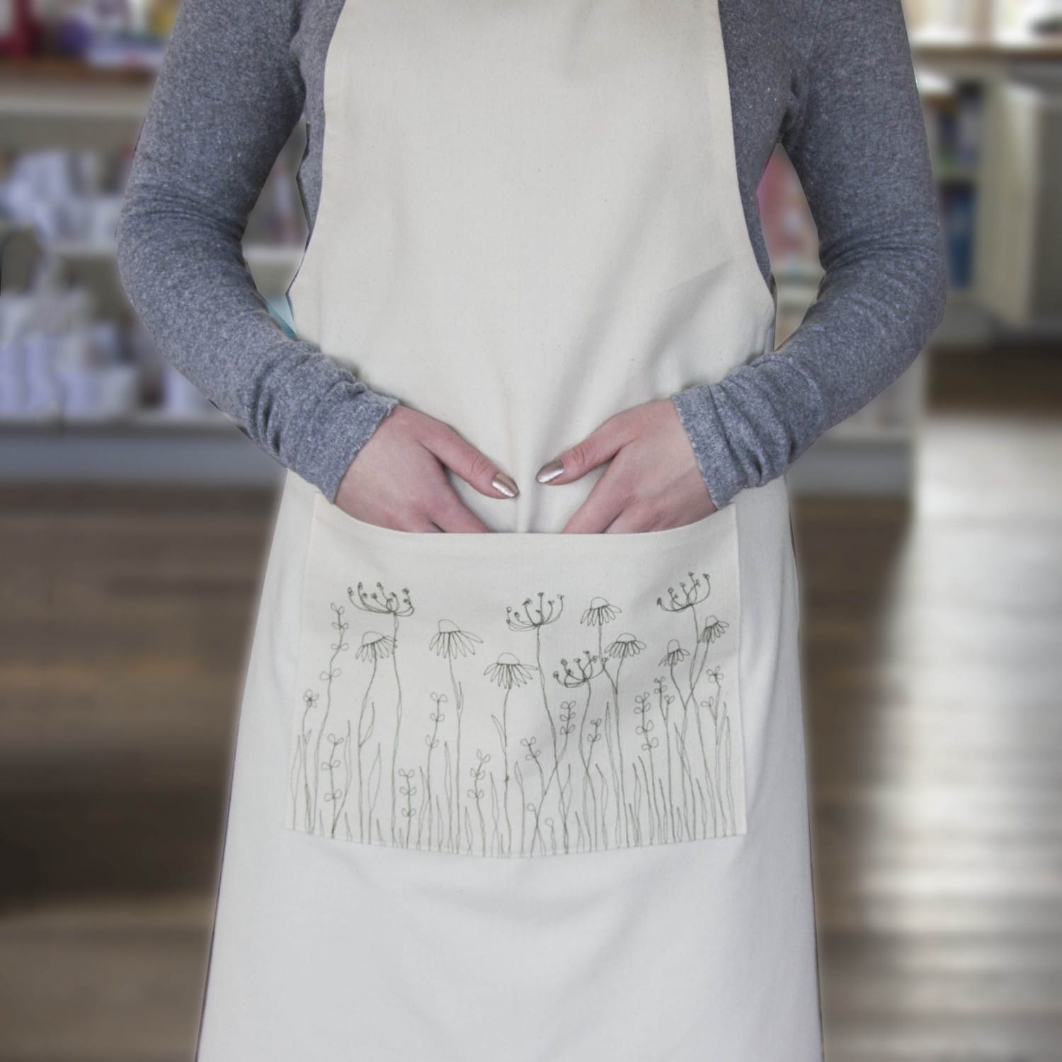 5477-1079_embroidered-meadow-flowers-apron-zoom.jpg