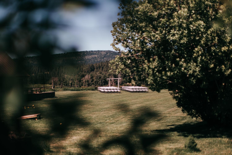 cle-elum-wedding-photographer-cattle-barn-0010.jpg