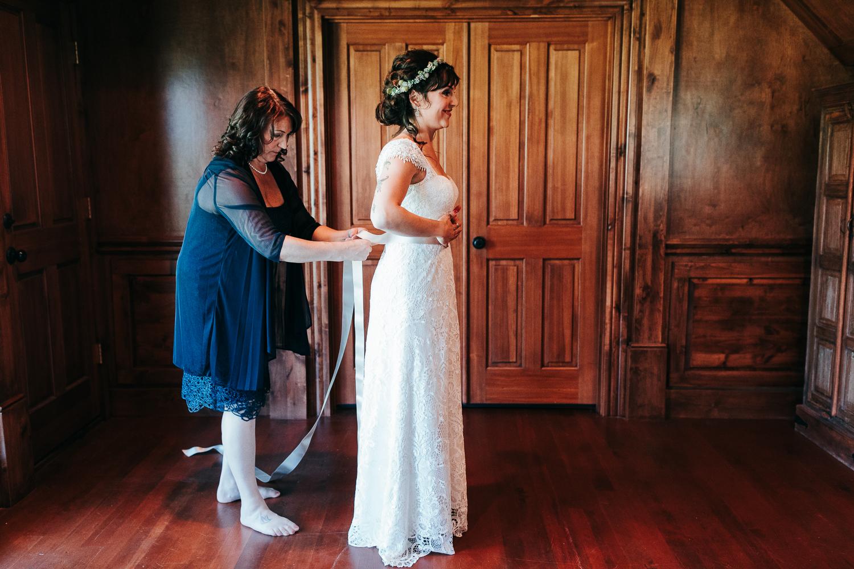 cle-elum-wedding-photographer-cattle-barn-0205.jpg