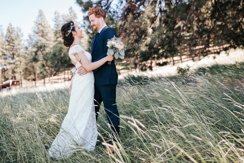 cle-elum-wedding-photographer-cattle-barn-0281.jpg