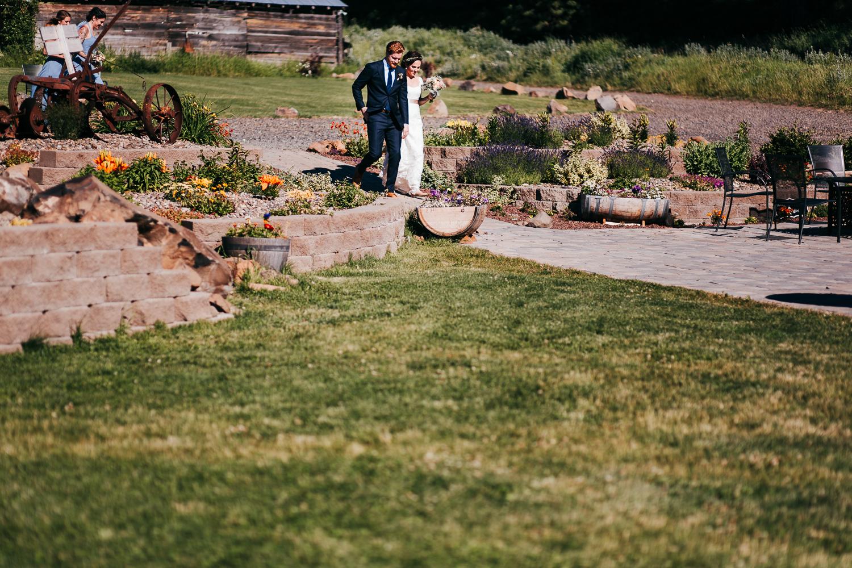cle-elum-wedding-photographer-cattle-barn-0560.jpg