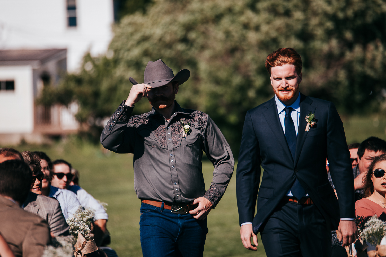 cle-elum-wedding-photographer-cattle-barn-0574.jpg