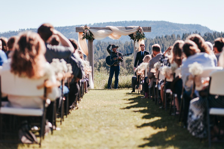 cle-elum-wedding-photographer-cattle-barn-0581.jpg