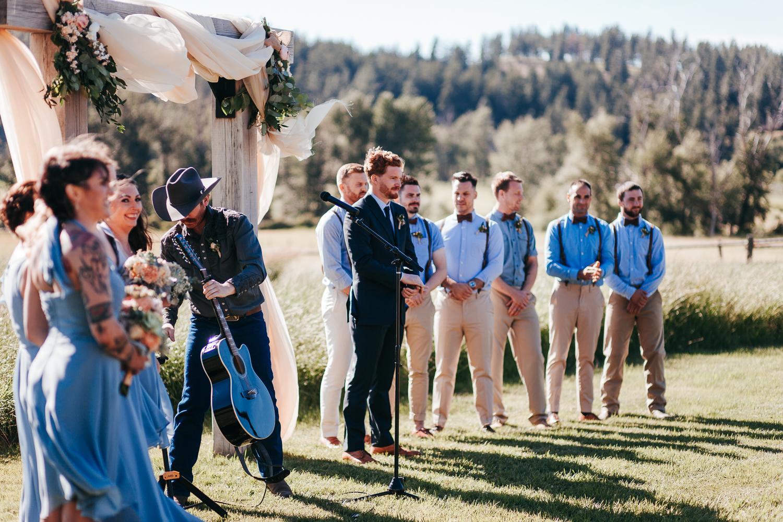 cle-elum-wedding-photographer-cattle-barn-0649.jpg