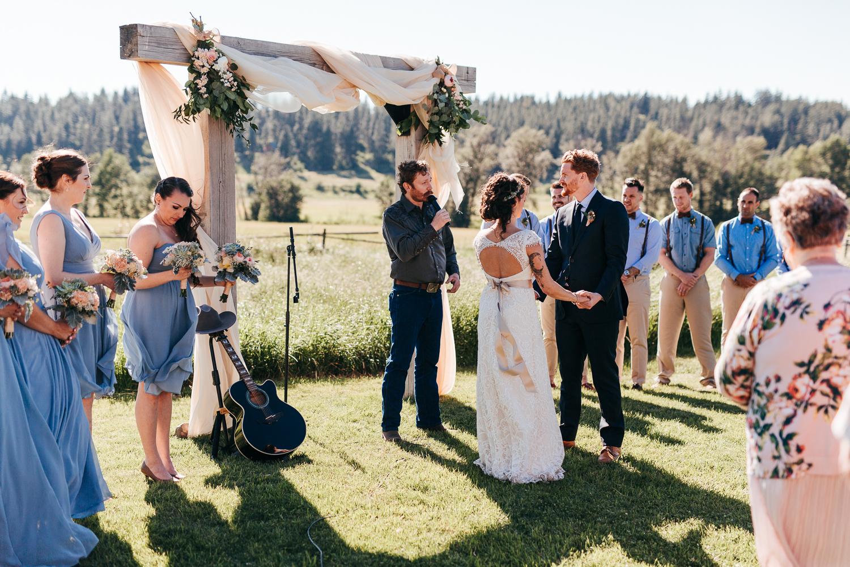 cle-elum-wedding-photographer-cattle-barn-0677.jpg
