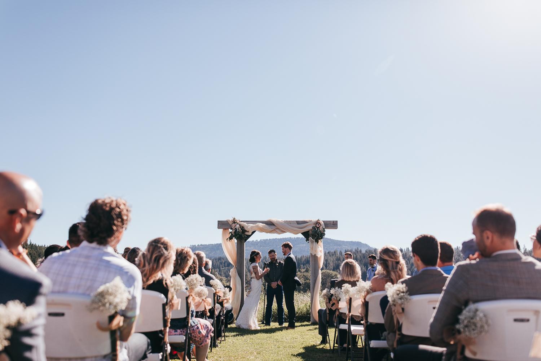 cle-elum-wedding-photographer-cattle-barn-0689.jpg