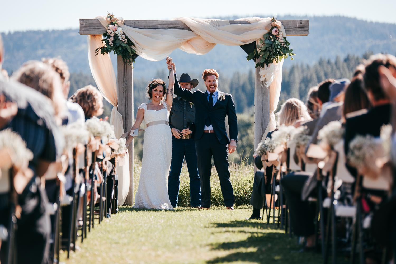 cle-elum-wedding-photographer-cattle-barn-0724.jpg