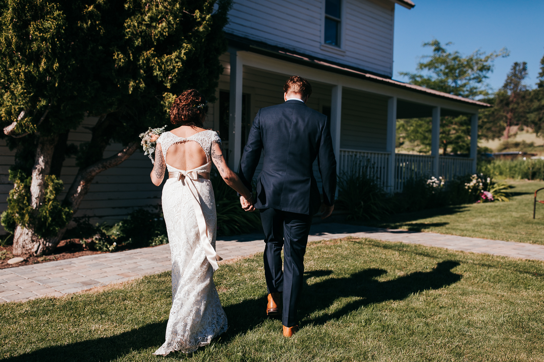 cle-elum-wedding-photographer-cattle-barn-0744.jpg