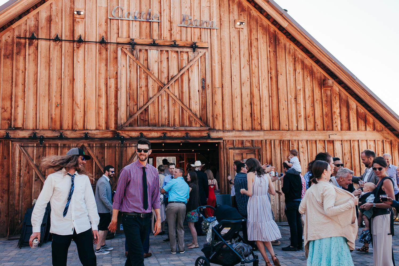cle-elum-wedding-photographer-cattle-barn-0767.jpg