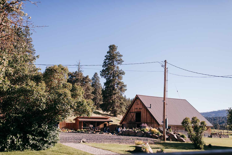 cle-elum-wedding-photographer-cattle-barn-0824.jpg