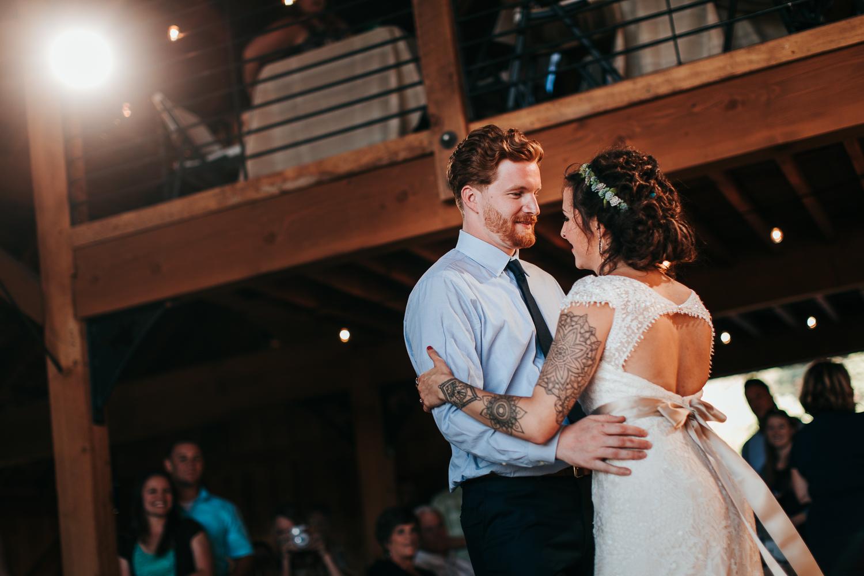 cle-elum-wedding-photographer-cattle-barn-0965.jpg