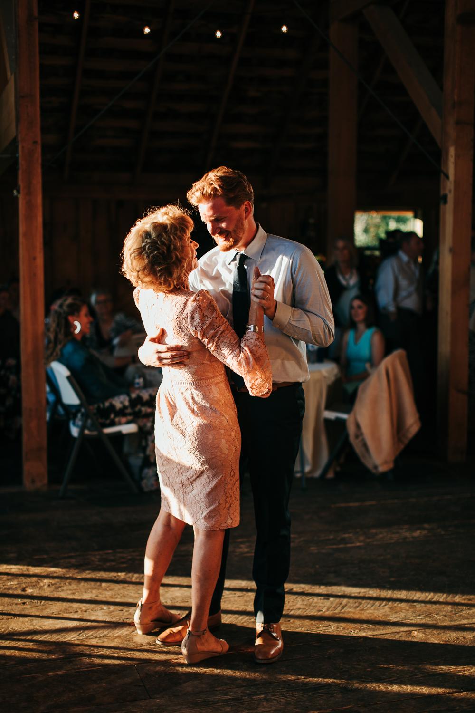 cle-elum-wedding-photographer-cattle-barn-1002.jpg