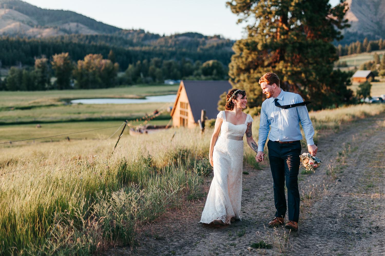 cle-elum-wedding-photographer-cattle-barn-1032.jpg