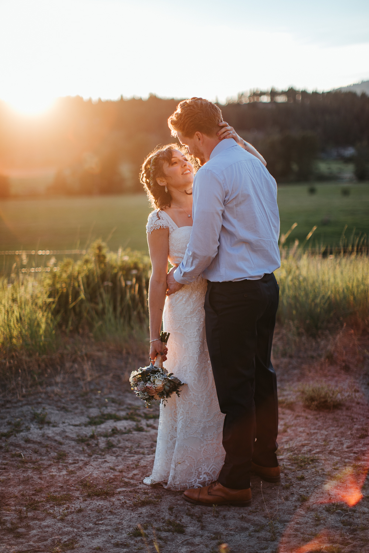 cle-elum-wedding-photographer-cattle-barn-1038.jpg