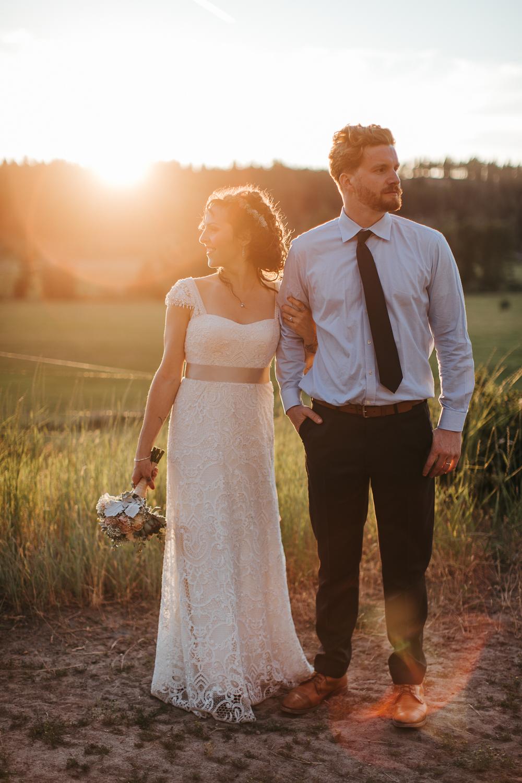 cle-elum-wedding-photographer-cattle-barn-1048.jpg