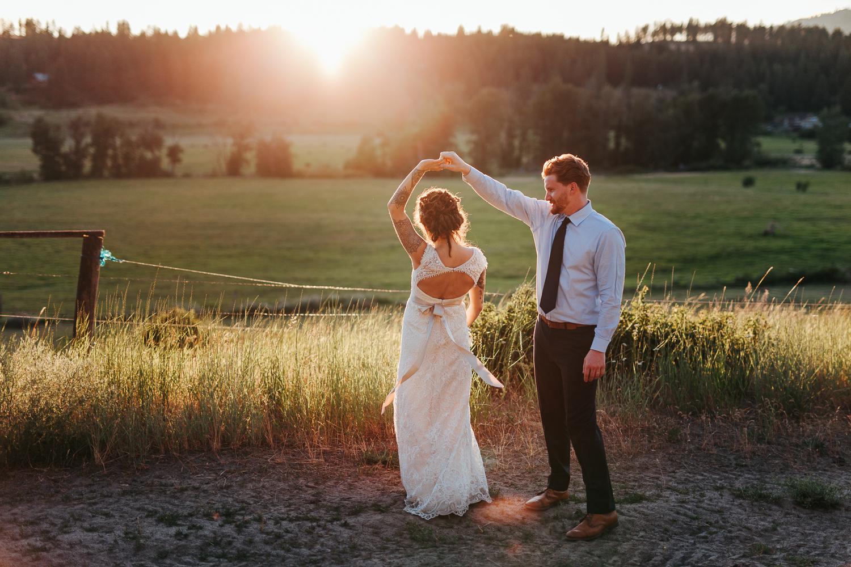 cle-elum-wedding-photographer-cattle-barn-1042.jpg