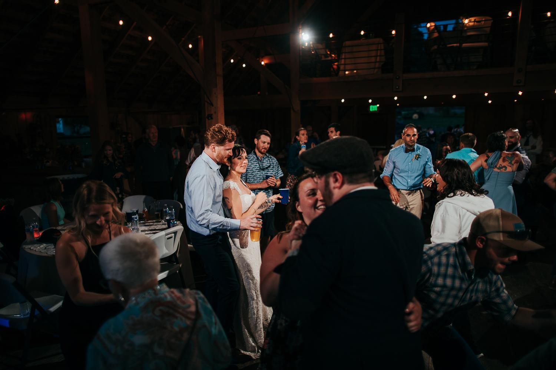 cle-elum-wedding-photographer-cattle-barn-1143.jpg