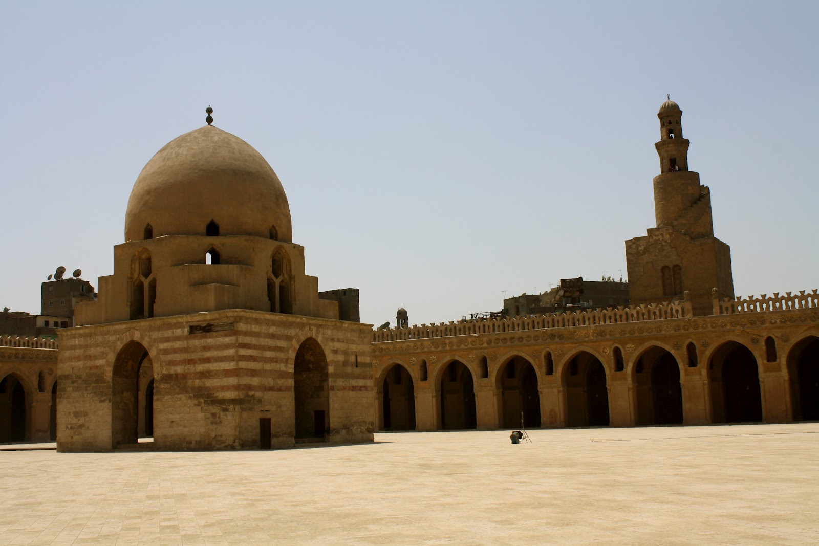 The ablution fountain, courtyard, and minaret. (Photo by author)