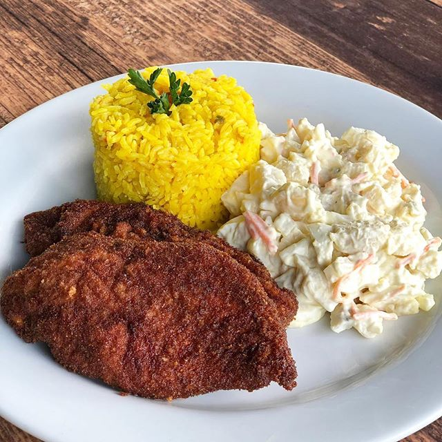 Crispy chicken Milanese is served for lunch! Come on over and try this traditional Latin staple. 😎👌🏻 . . . #ChickenMilanese #LOVESOFRITO #LuncSpecial . . . . #deliciousfood #disneyworld #eatlocal #eatingfortheinsta #foodie #foodstagram #fresh #homemadefood #hungry #instagood #instafoodie #latinfood #mmm #nomnomnom #orlando #tasty #yummyfood
