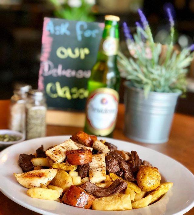P I C A D A  C R I O L L A 🔝🔥 . All the goodness in one dish 🤤😁 . . #Picada #HappyFriday #LOVESOFRITO . . . #deliciousfood #disneyworld #eatlocal #eatingfortheinsta #foodie #foodstagram #fresh #homemadefood #hungry #instagood #instafoodie #latinfood #mmm #nomnomnom #orlando #tasty #yummyfood