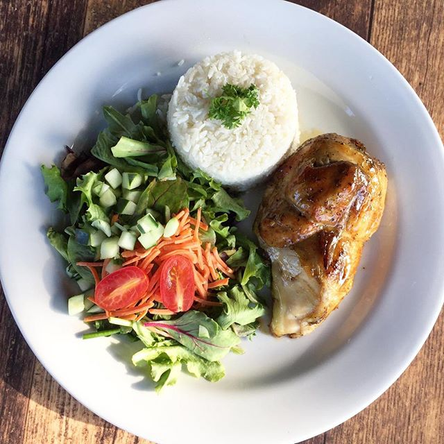 Roasted chicken, orange sauce, white rice, house salad 👌🏻 . . #RoastedChicken #LunchSpecial #LOVESOFRITO . . . . #deliciousfood #disneyworld #eatlocal #eatingfortheinsta #foodie #foodstagram #fresh #homemadefood #hungry #instagood #instafoodie #latinfood #mmm #nomnomnom #orlando #tasty #yummyfood