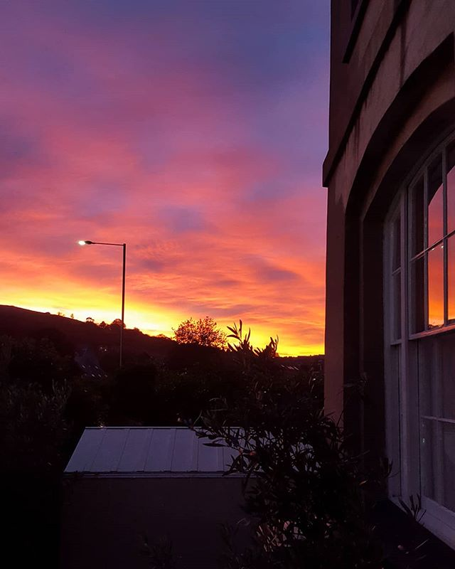 When you're doing some end of day pottering by the front of your house. #totnes #totnessunsets #magicoe