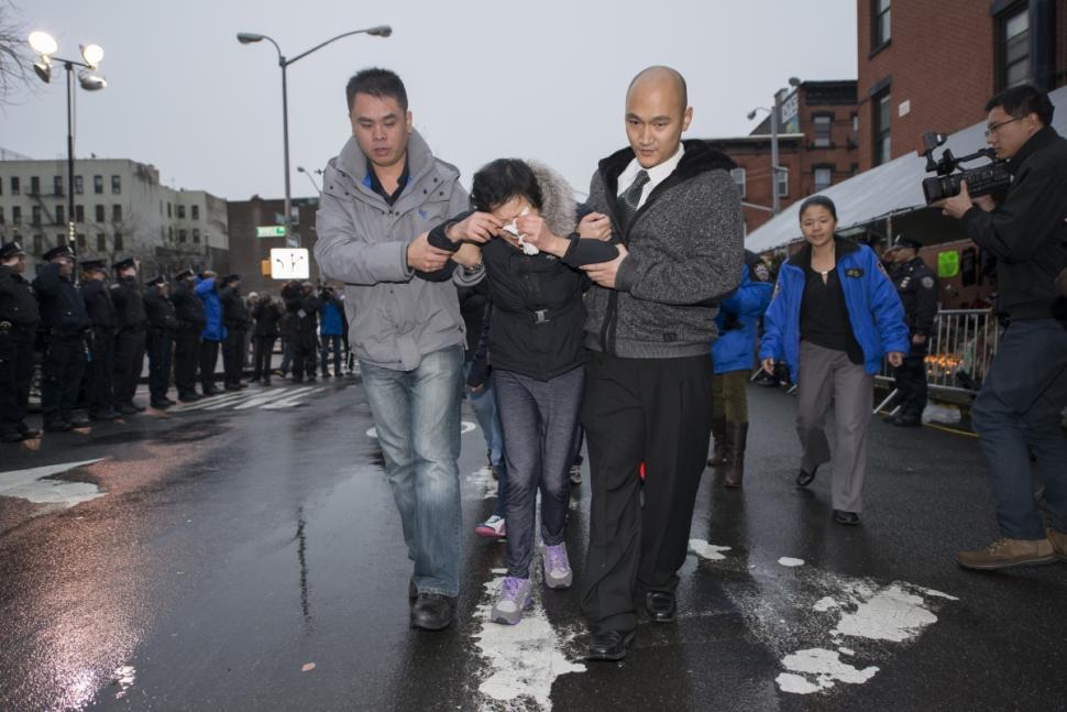 family-slain-wenjian-liu-visits-scene-1