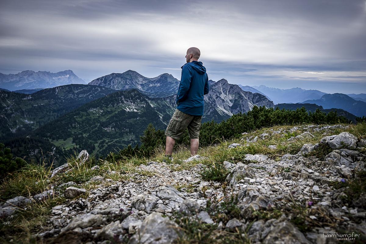 Blick vom Gipfel des Simetsberg in Richtung Zugspitze, vor 1 ½ Jahren, die Wolkendecke zog bereits am frühen Abend zu.